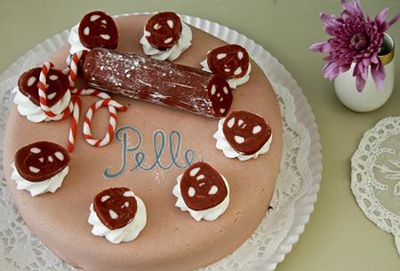Herzhafte Wurst Torte mit Salami aus Marzipan